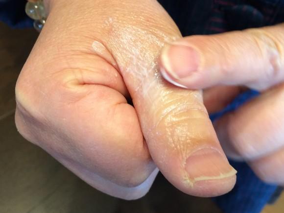 サインズショット 指に塗る